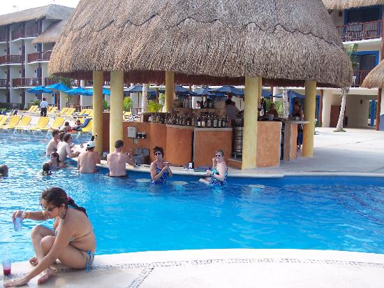 swim-up-pool-bar